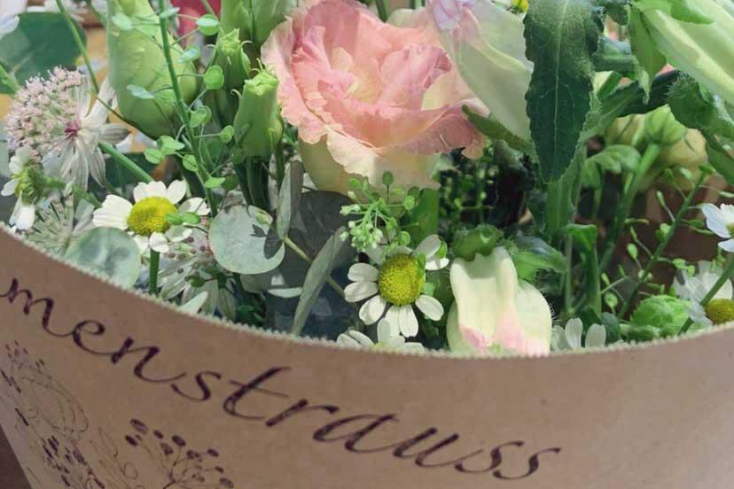Gebundener und verpackter Blumenstrauss
